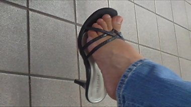 MILF Candid Feet With Sandals