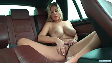 Hd Busty blonde babe get naked in taxi & rubs