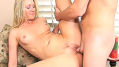 Blonde Milf Knows How To Fuck