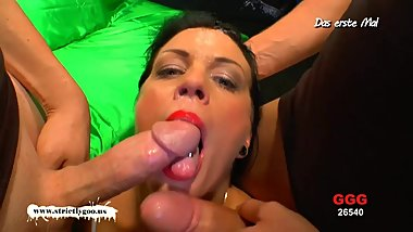 Brunette MILF loves bukkake