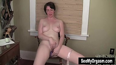 Tall Inara Masturbating Her Slit
