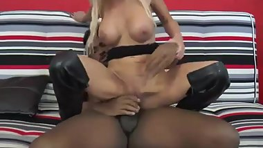 A blonde milf doing kissed by a beautiful black cock