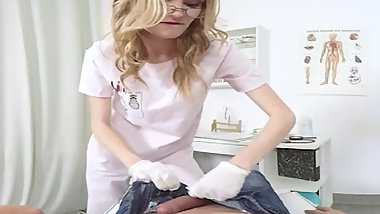 TmwVRnet - Sexy doctor pleases patient