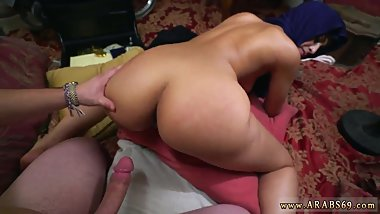 Arab flashing in hotel and arab milf fucked Took a beautiful Refugee home.