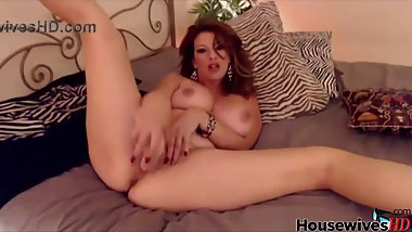 Bodacious slutty MILF Lexi Lexxx with amazin big boobs