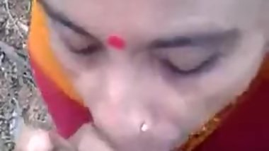 DESI VILLAGE ANUTY BLOWJOB IN OPEN WITH AUDIO