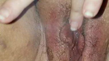 Smoking a cigarette/fag and making juicy pussy squirt(fumando y chocha)