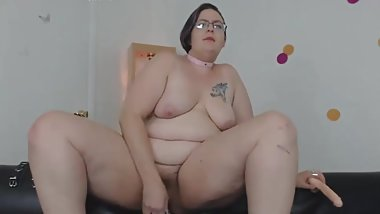 Chubby playing with her hairy vagina