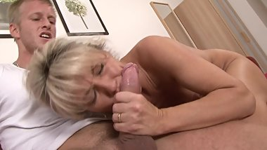 MATURE BLONDE MILF GETS BIG COCK STUFFED IN NER PUSSY