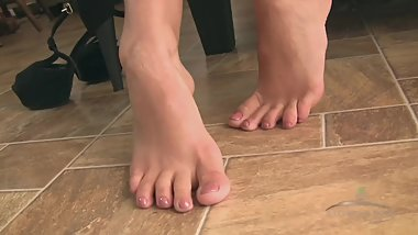 KATIE Z - FOR THE FOOTLOVER
