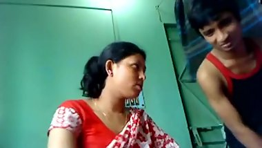 Indian Step Mother sex with real son in bedroom - Lovelypriya69