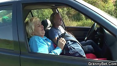 Old granny getting screwed roadside