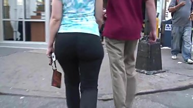 Big butt  shaked in sweat pants