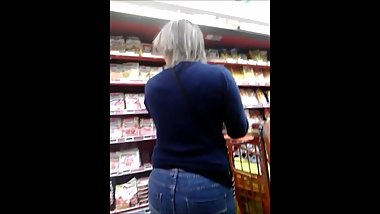candid sexy blond milf ass