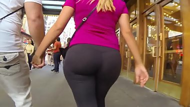 Big juciy butt in  tight leggings girl