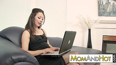 chat sexdate with MILF Karmella Sutra