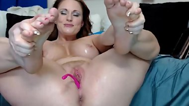 fake-breasted older cam-slut squirts