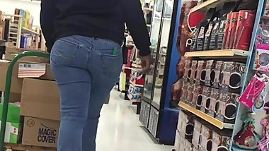 Phatty in Jeans Walking