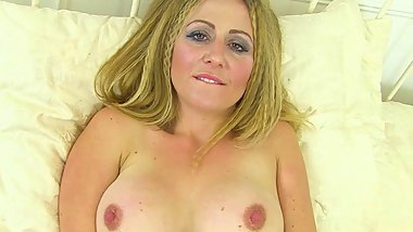 English milf Classy Filth loves flicking her bean