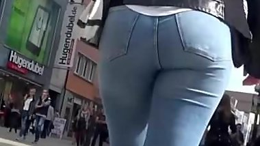 Milf with big jeans ass