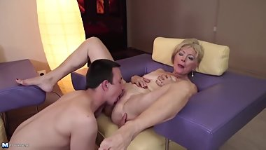 A mature mom delights a junior bbc.
