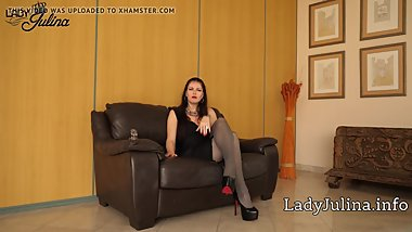 Sklave reinige d. High Heels von Domina Lady Julina Mistress