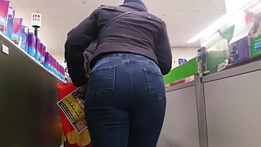Sexy Ebony Milf In Jeans.