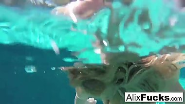 Busty blondes Alix & Cherie go skinnydipping