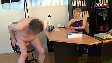 Dominante Boese deutsche Cheffin - german fedom milf latex
