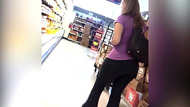 candid - Big Booty MILF in tight black yoga pants