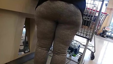 Sloppy booty Milf