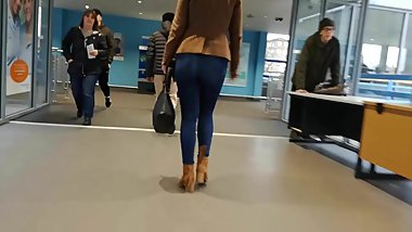 Apple Bottom Jeans Blonde BMW Cabriolet MILF Monied