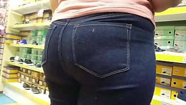 Big butt milfs in jeans