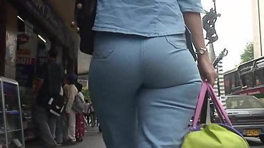 Big butt shaking milfs in tight jeans