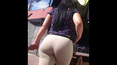 Latina muy culona Milf Huge Booty Leggings