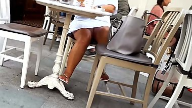 hot milf tanned sexy legs feets upskirt cafe