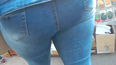 Touched big butt milfs in tight jeans 3