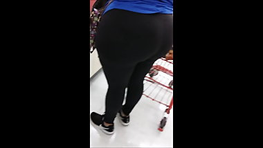 Massive Latina Bubble Donk At Grocery Store