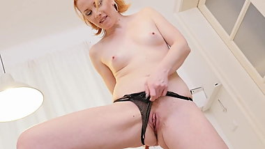 Euro milf Michelle Russo fingers her red-haired cunt