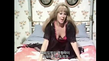 A bit of vintage fun - Sexy milf teasing in bed